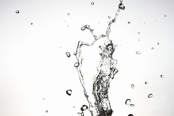 飛び散る水素水